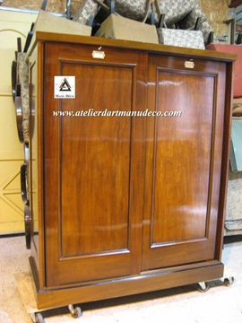 Vign_Armoire_The_Grant_Museum_Zoology_2