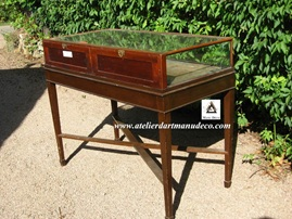 Vign_dos_vitrine_sur_table