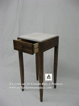 Vign_petite_table_avec_tiroir