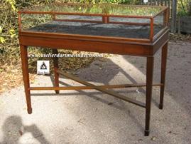 Vign_vitrine_sur_table_style_anglais